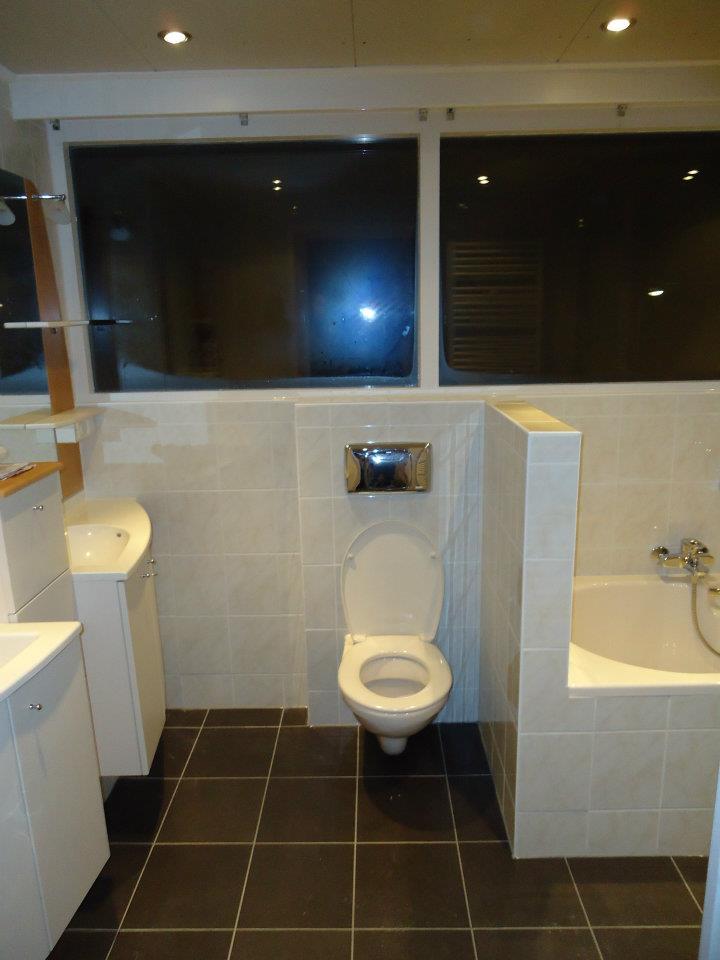 Badkamer installatie te Menaam   Klusbedrijf Friesland